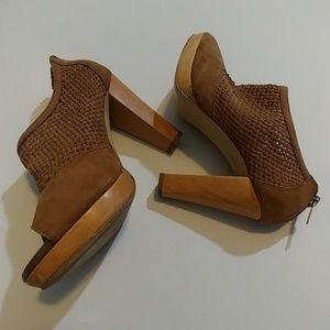 Banana Republic Leather Booties sz 6